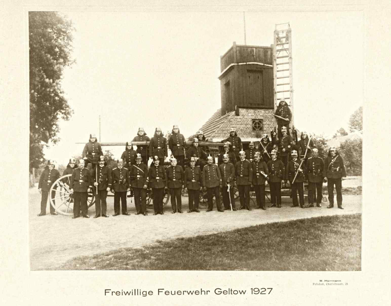 Gruppenfoto der Feuerwehr Geltow 1927.